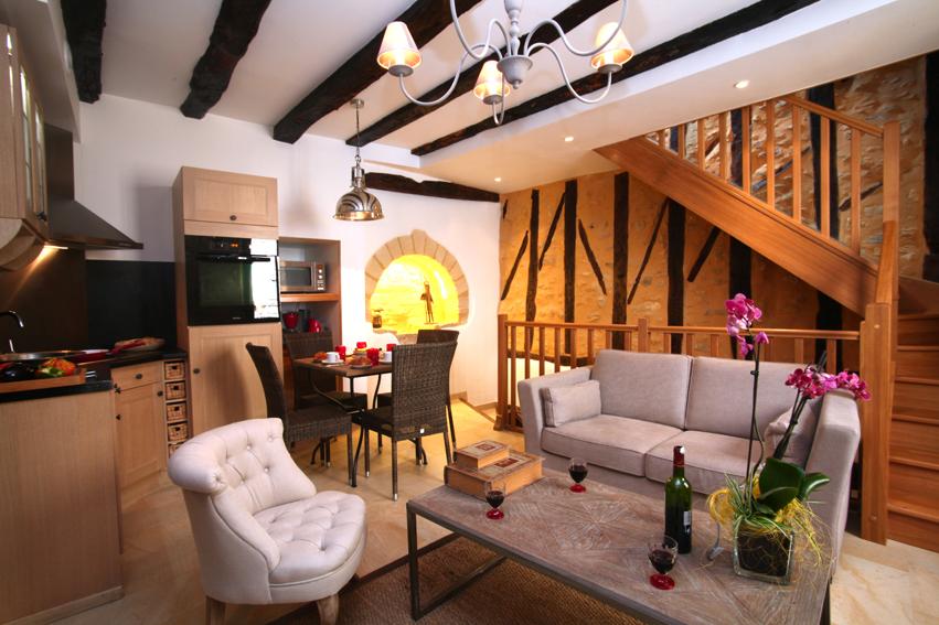 gite confortable 2 chambres sarlat gite tr s confortable avec 2 chambres et 2 salle de bains. Black Bedroom Furniture Sets. Home Design Ideas